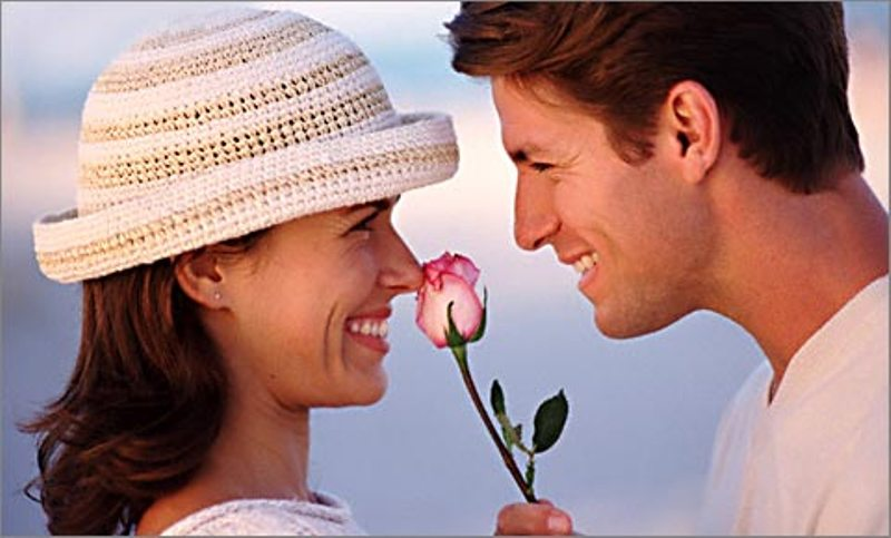 Картинки по запросу дарят женщинам цветы