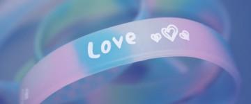 Фиолетовый браслет на практике