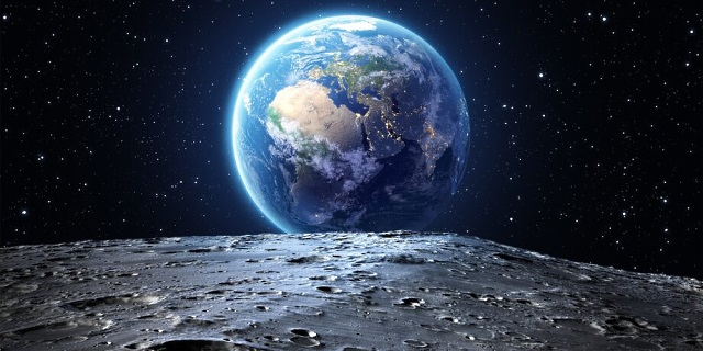 луна и планета Земля в космосе